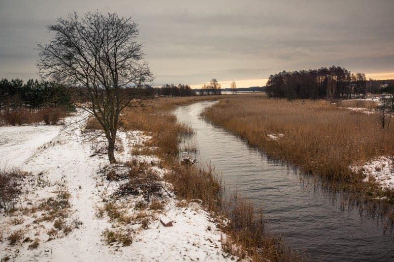 Spływ kajakowy to niezły pomysł na zimowy wyjazd z dzieckiem