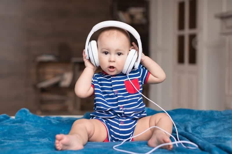 Zabawy z dzieckiem w rytm Waszej ulubionej muzyki? Dlaczego nie?