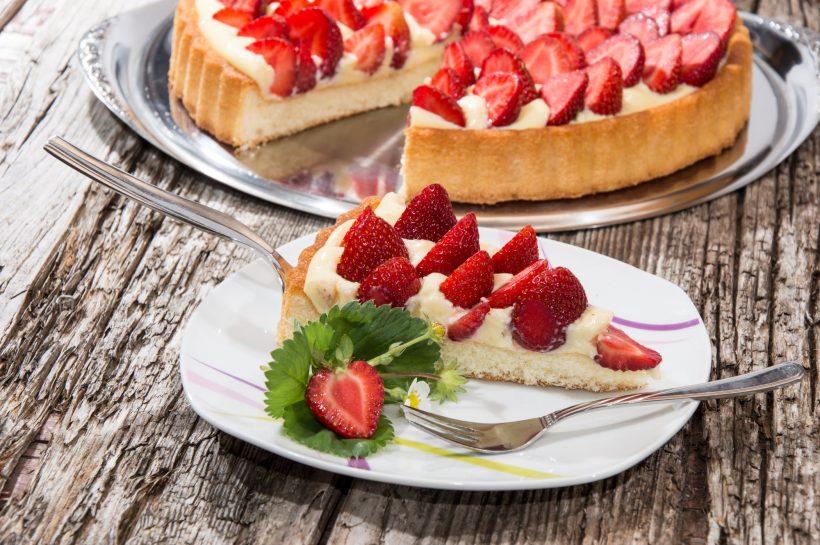 Tarta ze świeżymi owocami.